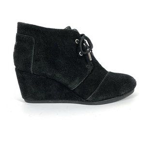 Toms 8 Booties Desert Wedge Black Suede Lace Up